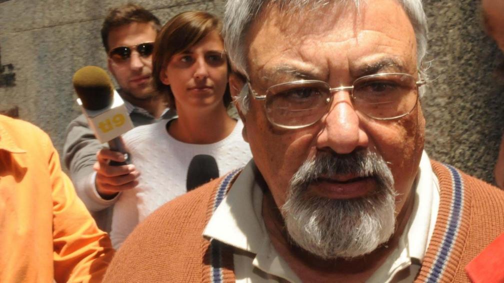 Padre. Miguel Ángel Pereyra, padre de Marisol, una de las víctimas, encabezó la marcha en La Plata (Télam).