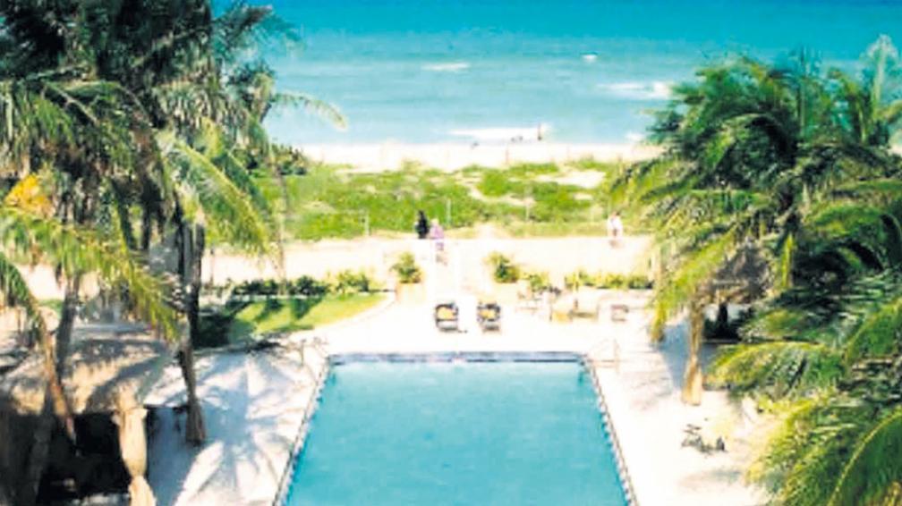 La piscina y el área de playa de The Mimosa Hotel, al 6500 de Collins Avenue.