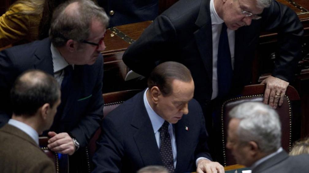 No dieron los números. Berlusconi intentó alcanzar hasta última hora el aval que sostuviera su gobierno (AP).