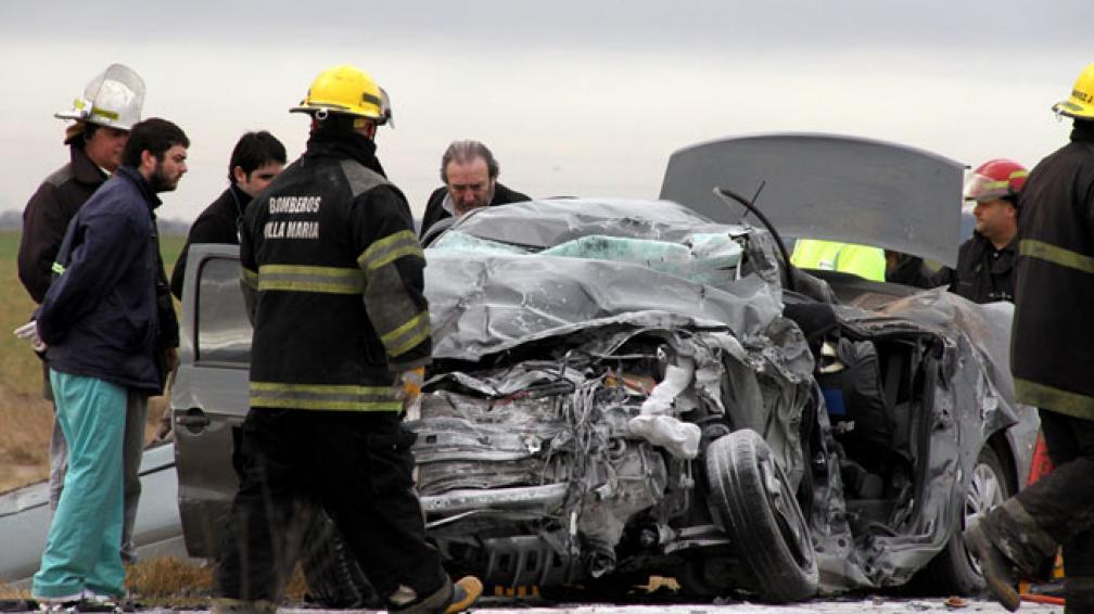 AUTOPISTA CÓRDOBA-ROSARIO. Así quedaron los vehículos tras el choque (La Voz).