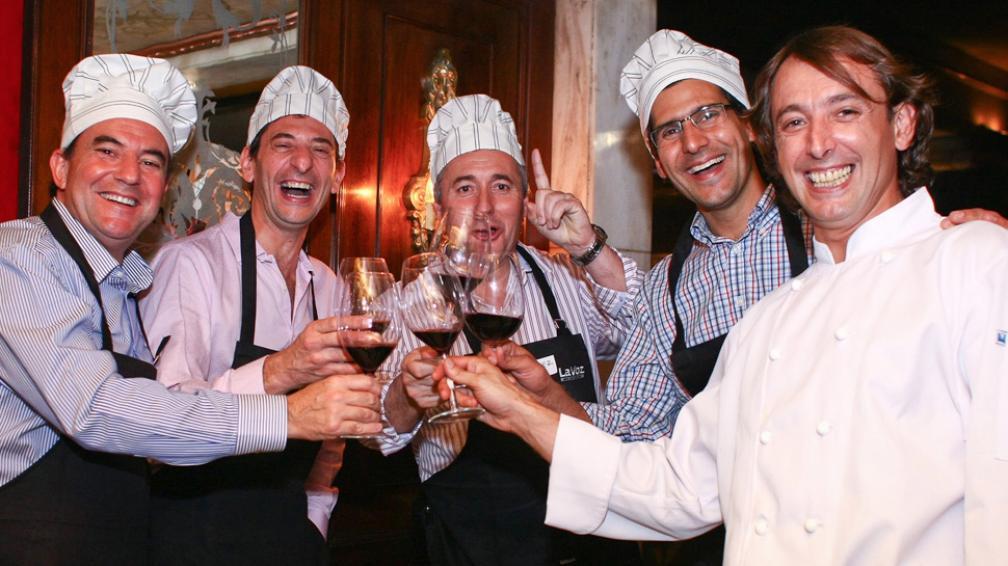 Brindis. Julio Castillo, Daniel Scandizzo, Walter Filoni, Agustín Salgado y Borja Blázquez.