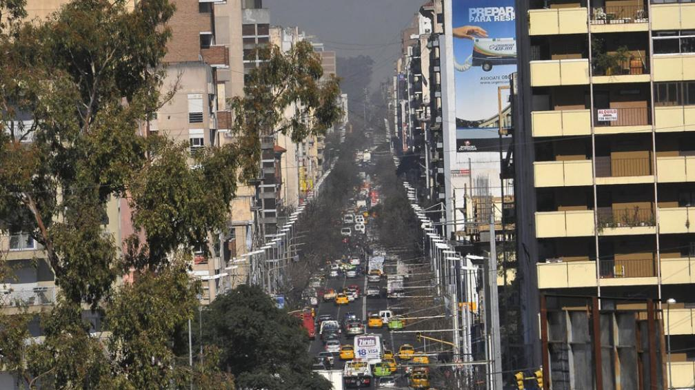 General Paz desde el puente Centenario. Así se veía ayer al mediodía una de las principales calles del Centro (Raimundo Viñuelas/LaVoz).