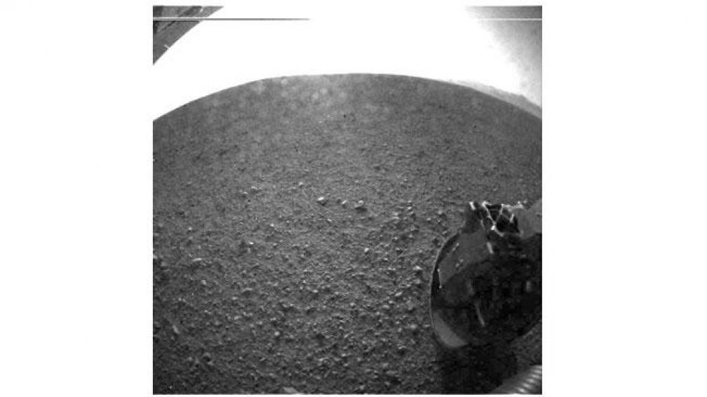 """""""Amartizaje"""". Curiosity utilizó el paracaídas más grande jamás construido para frenar su velocidad y tocar con éxito el suelo de Marte (AP)."""