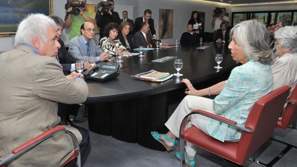 Reunión. El 2 de marzo pasado, De la Sota había recibido a organismos para dar su apoyo al subsidio (Prensa Gobierno de Córdoba / Archivo).