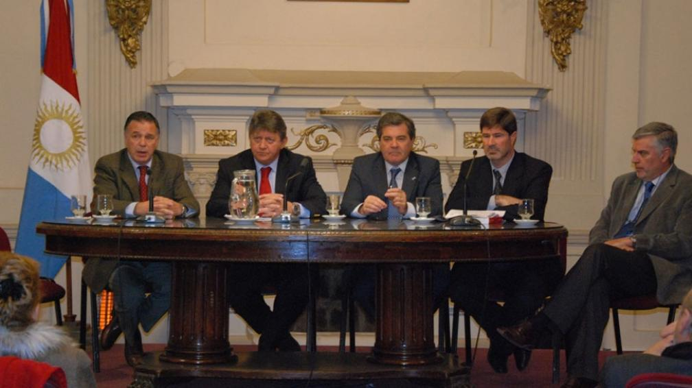 Consultas. Fiscales federales y funcionarios judiciales apoyaron ayer la iniciativa de la ley (Legislatura de Córdoba).