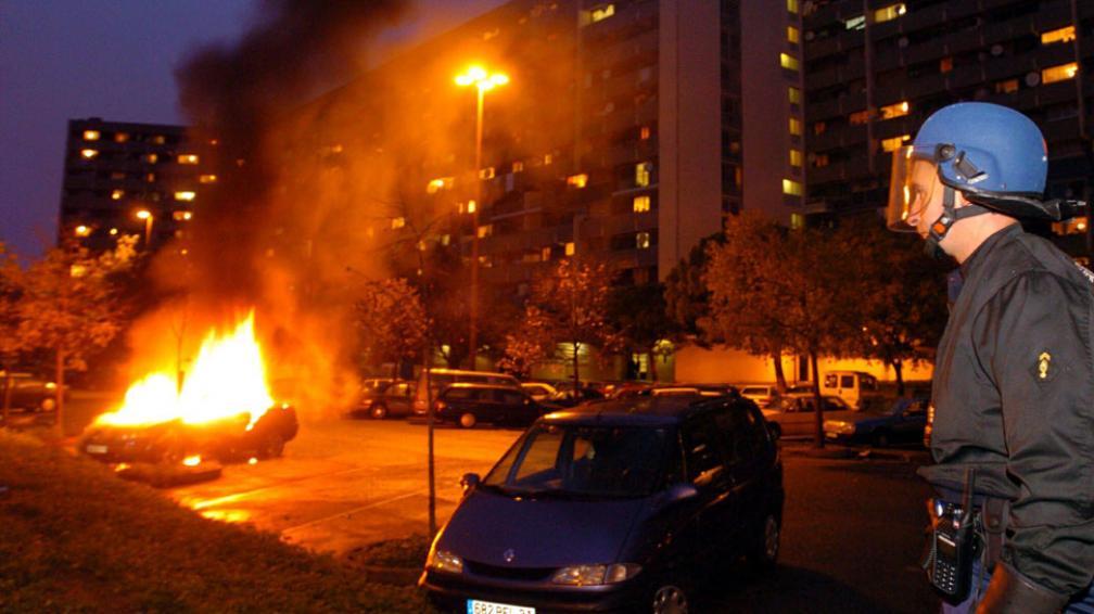 Los peores. En 2005, los disturbios que comenzaron en Clichy sous Bois se extendieron a todo el país. El saldo: heridos, cientos de detenidos y unos 1.300 autos incendiados (AP).