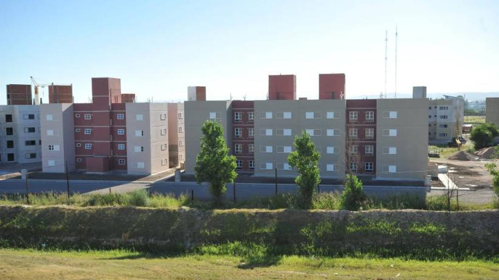 HOGAR CLASE MEDIA. La Provincia entregó las primeras viviendas (LaVoz/Archivo).