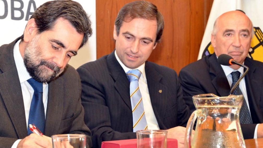 Firma. Deibe, funcionario nacional, y Mestre, ayer en la Municipalidad (Municipalidad de Córdoba).