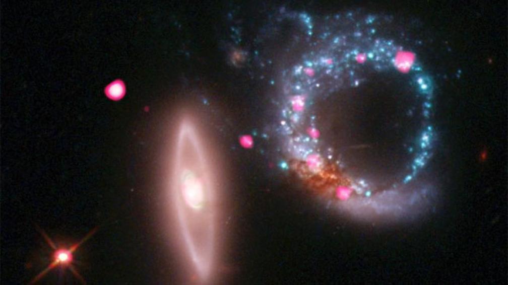EL ANILLO. Ubicado a unos 430 millones de años luz.