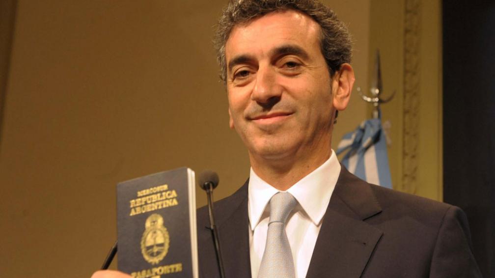 Documentado. El ministro Randazzo hizo la presentación formal (Télam).