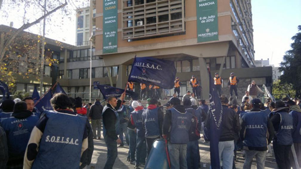 REMISEROS. La protesta frente al Palacio 6 de Julio (La Voz/Pedro Castillo).