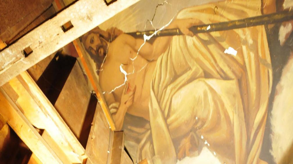 Casi por casualidad, mientras trabajaban en la iglesia San Francisco, la restauradora de arte  Alicia Beltramino y su equipo descubrieron valiosos frescos del pintor Félix Revol, de un gran valor patrimonial (Ramiro Pereyra / La Voz).