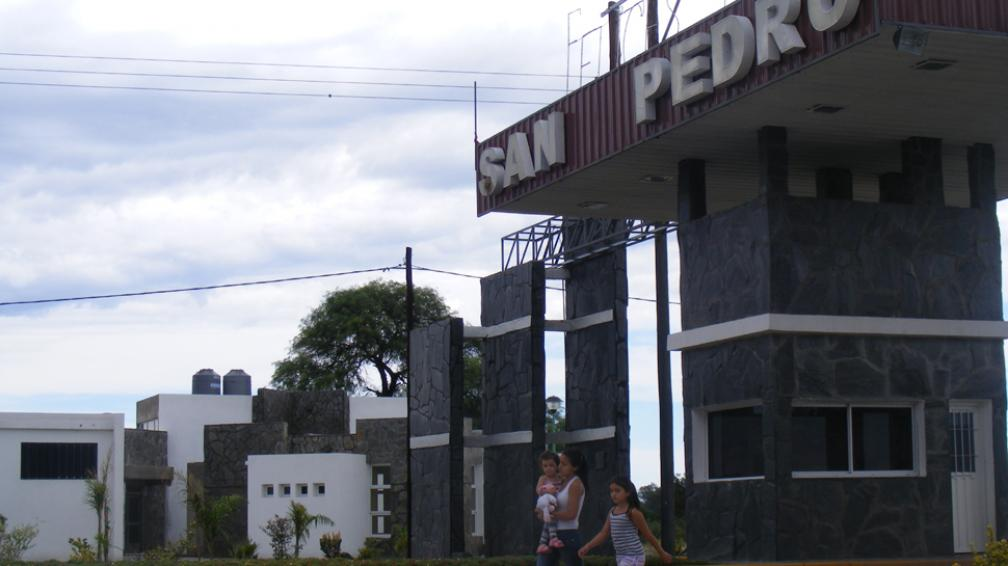 """San Pedro. Junto al acceso al pueblo de Traslasierra, está listo el edificio para las """"slots"""". La vecina Villa Dolores se opone (LaVoz/Archivo)."""