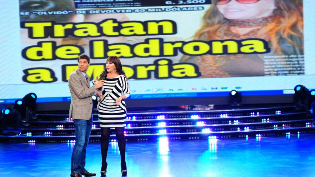 MORIA CASÁN. dando sus explicaciones en el programa de Tinelli.