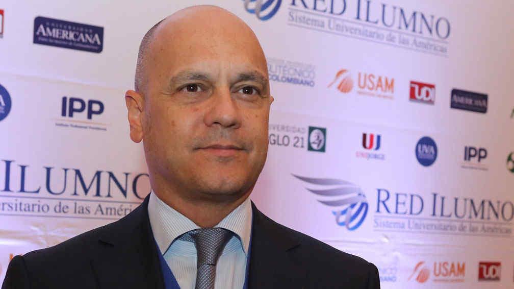 Oscar Aguer, en la cumbre global de Red Ilumno hace 10 días, en Buenos Aires (Gentileza Universidad Siglo 21).