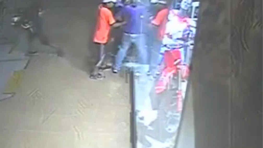 SAQUEO. Fue filmado por una cámara de seguridad (Captura de video).