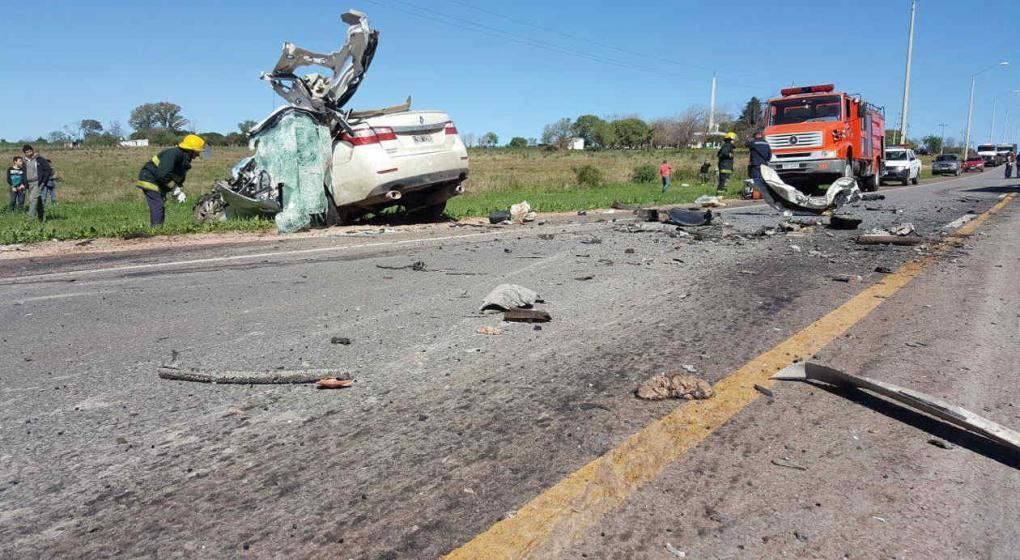Tres argentinos fallecieron en un violento choque en Uruguay