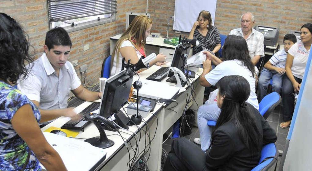 Gran demanda de turnos para sacar el dni y el pasaporte for Dni ministerio del interior turnos