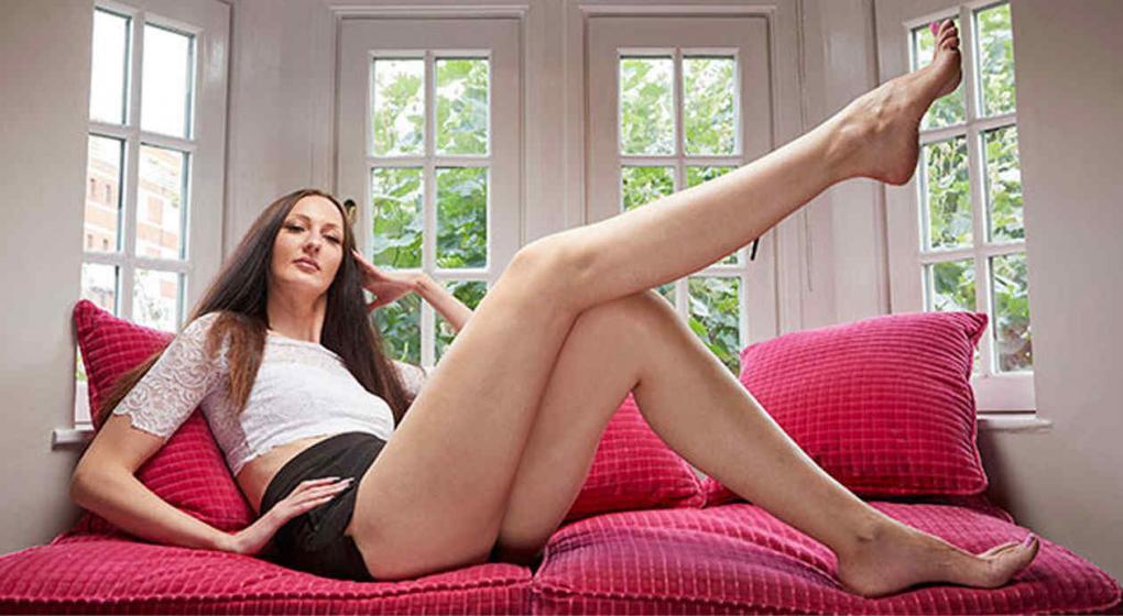 Conoce a la mujer con las piernas más largas del mundo — YouTube