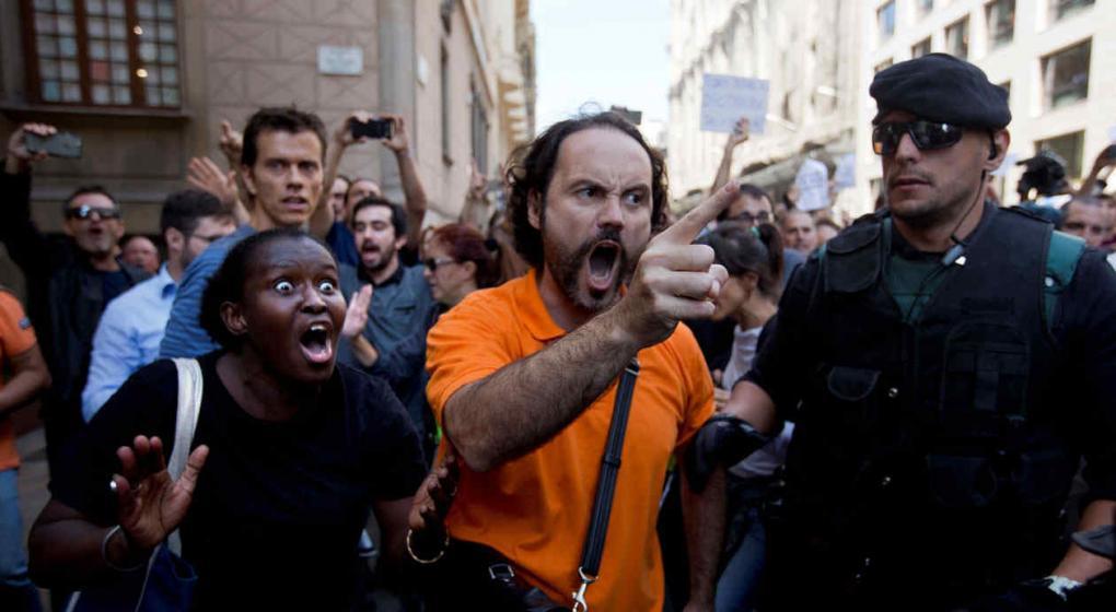 Envían más policías a Cataluña — España