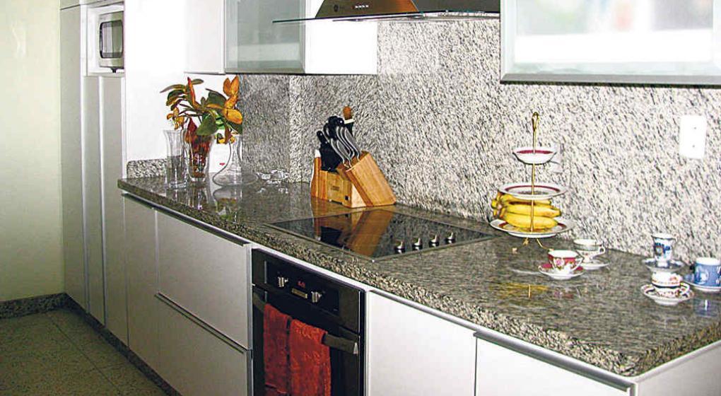 Granitos y m rmoles con brillo y elegancia la voz for Como limpiar una mesa de marmol manchada