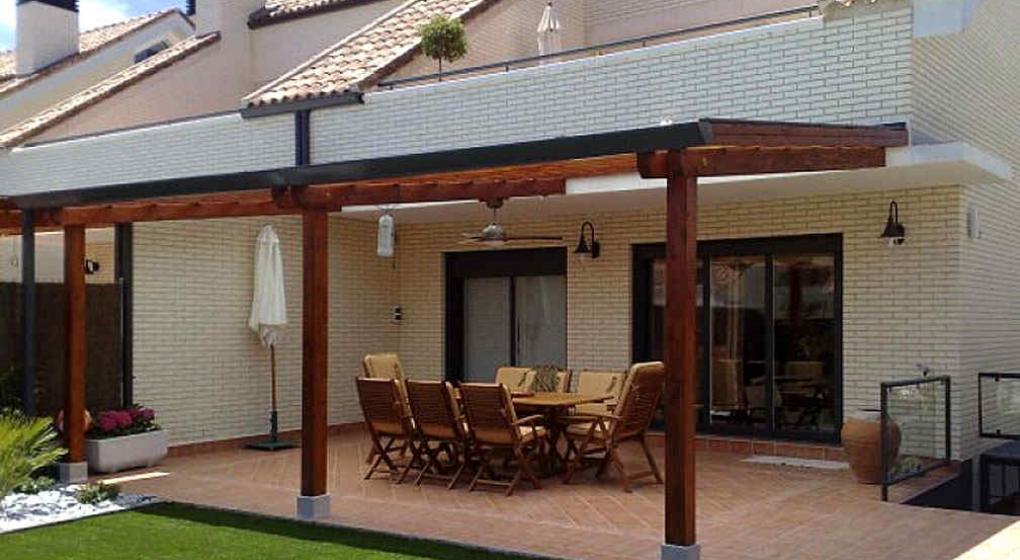 P rgolas una estructura decorativa y funcional noticias for Estilos de techos para patios