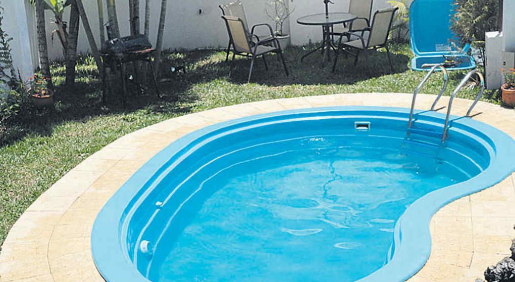 Piscinas de fibra de vidrio otras posibilidades la voz for Como se aspira una piscina