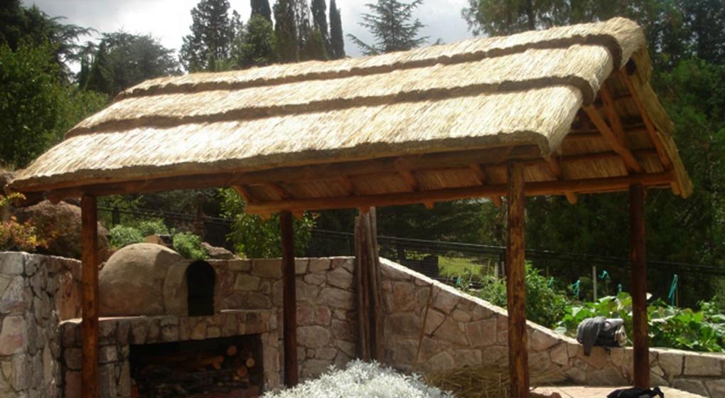Quinchos c mo construir ese espacio so ado noticias al for Cual es el techo mas economico para una casa