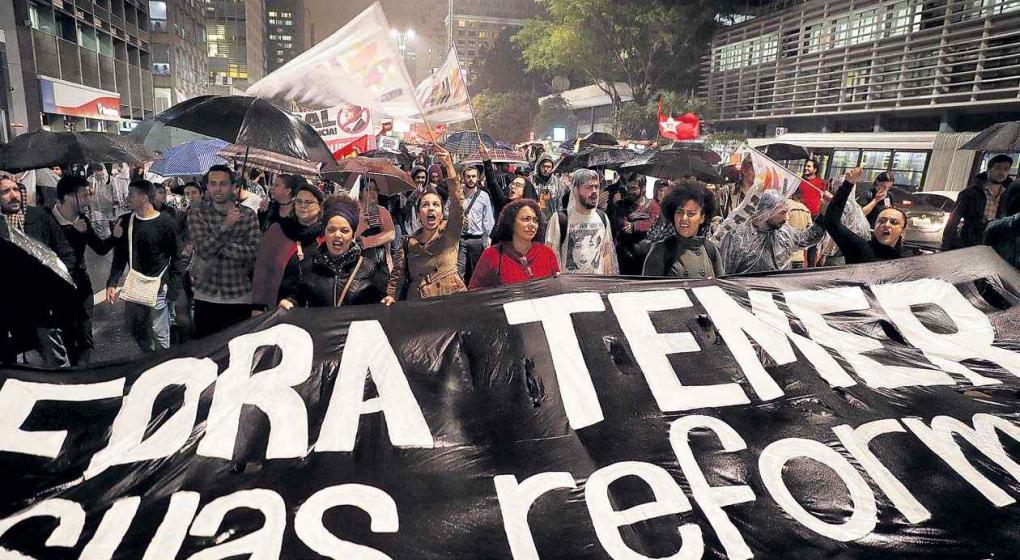 Presidente de Brasil pide suspender investigación en su contra