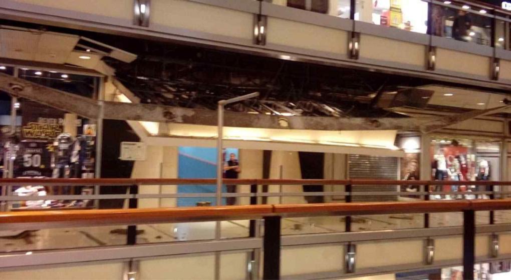 Se derrumbó parte del techo del Abasto Shopping — Casi una tragedia