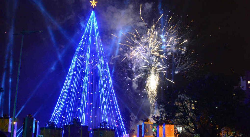 encendieron el rbol de navidad de plaza de espaa