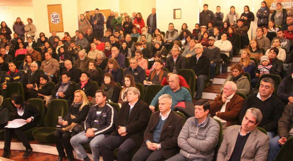 http://www.lavoz.com.ar/ambiente/colon-es-el-departamento-con-mas-audiencias-ambientales-en-cordoba