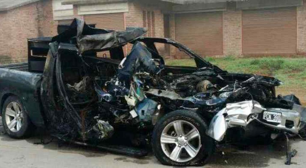 Madre e hija murieron tras quemarse el auto en un choque