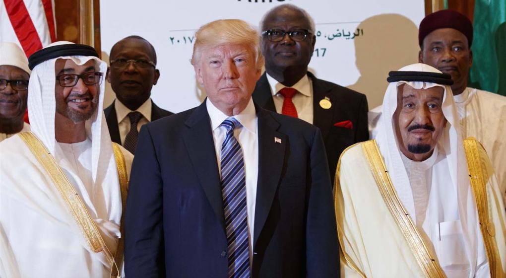 Trump ofrece a líderes musulmanes alianza y pide que luchen contra extremismo