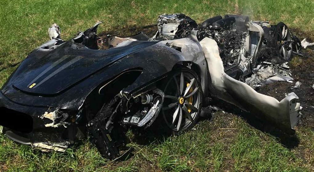 Compra Ferrari y una hora después queda hecho chatarra