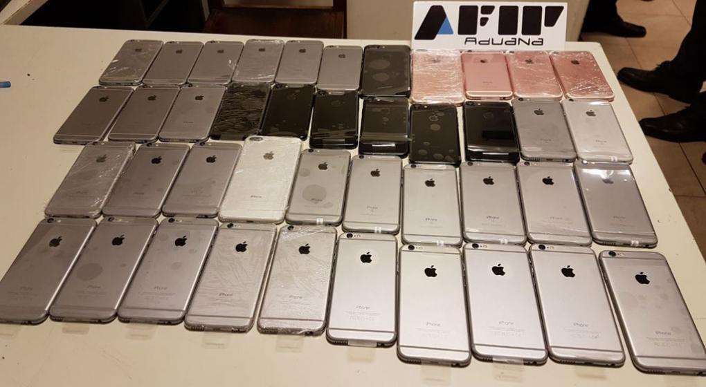 Detienen en Ezeiza a pasajera con 42 iPhone ocultos en su ropa