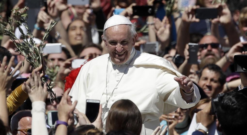 Papa Francisco abre una lavandería para los pobres de Roma