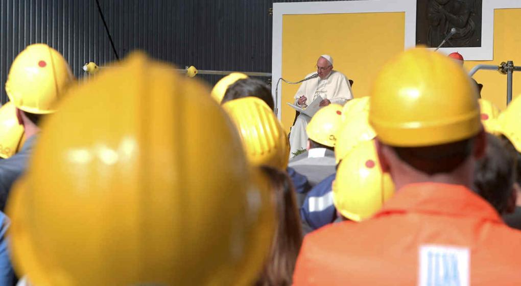 Papa crítica a los especuladores en Génova