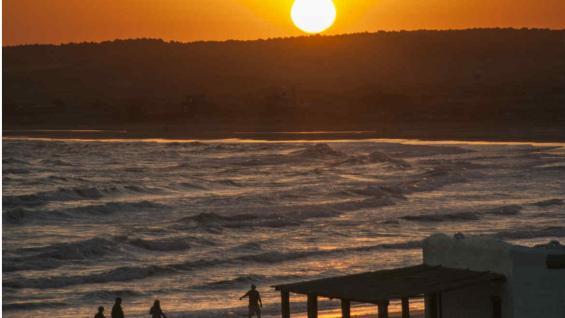 Atardecer en una de las playas de Cabo Polonio, el destino más famoso de Uruguay por su desconexión y su tranquilidad absoluta. (Ministerio de Turismo de Uruguay)
