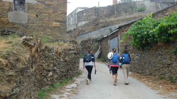 Desde Portomarín a Palas de Rei se llega por caminos rurales que conectan las aldeas con la campiña gallega. (Mariana Otero)