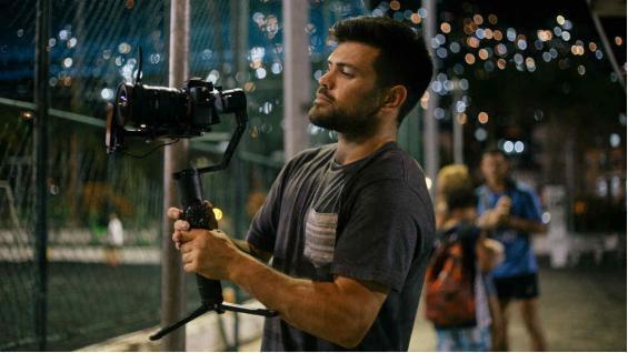 Matías es cordobés, fotógrafo y filmmaker.