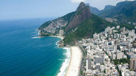 Su mar azul y las blancas arenas, un lugar ideal para vacacionar. (Mario Cherrutti)