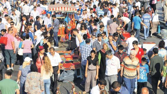 Paso a paso. Durante un día laboral, es toda una experiencia andar por las calles mientras se mezcla el bullicio de los mercados con los llamados al rezo de los almuecines (123RF).