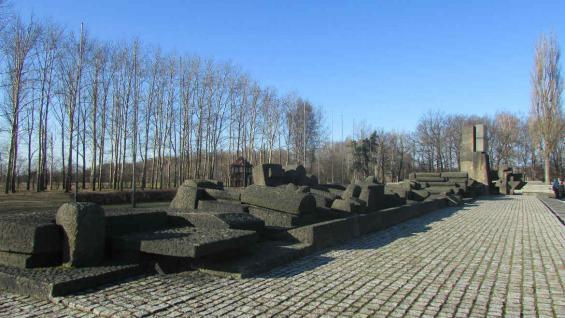 Ruinas del crematorio. El 70% de cada vagón era enviado a los crematorios, mayormente mujeres y niños. (Candelaria Panadero)