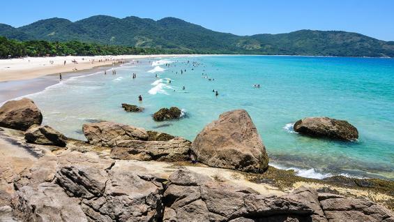 Lopes Mendes. Con su virginidad y amplitud, es una de las playas más reconocidas de Isla Grande. (Diego Cardini / 123RF)