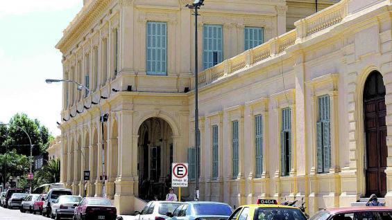 Hospital Nacional de Clínicas, un emblema en la ciudad.
