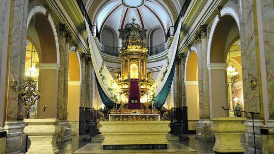 Interior de la basílica de Nuestra Señora de la Merced en la ciudad de Córdoba.