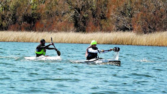 Kayak en laguna La Zeta.
