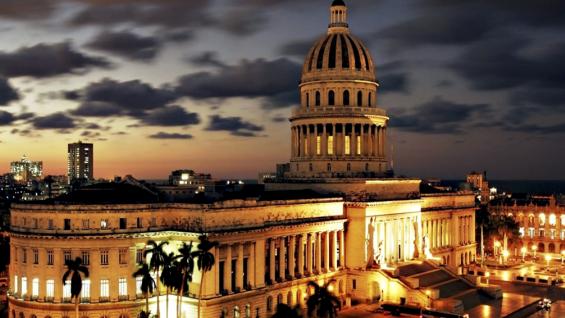 Postales nocturnas. El encanto del Capitolio, ícono de la ciudad.