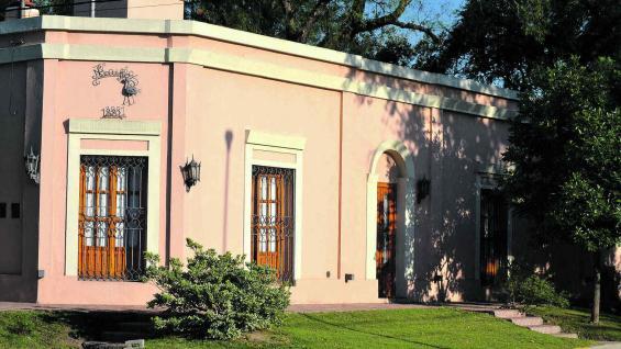 Patrimonio arquitectónico con cuidadas casonas históricas.